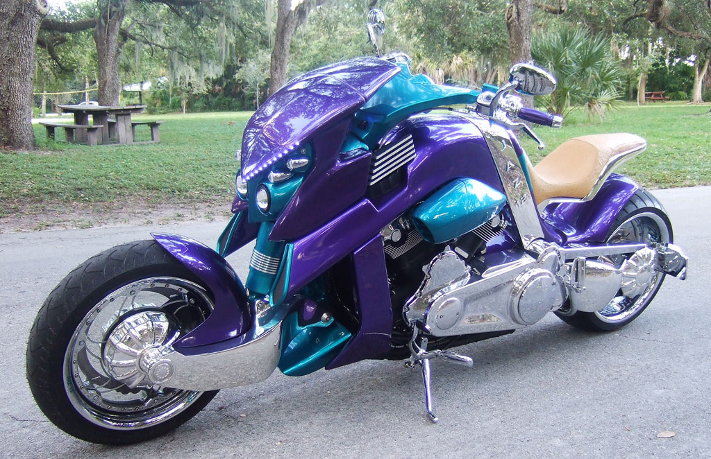 Hay una carta para ti - Página 5 2011-travertson-v-rex-2-custom-bike-looks-like-a-sci-fi-predator-26717_1