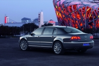 2011 VW Phaeton rear photo