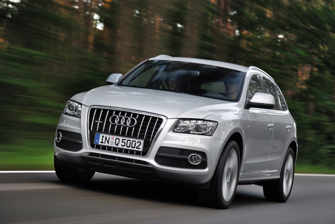 2012 audi q5 recall sunroof glass could break autoevolution. Black Bedroom Furniture Sets. Home Design Ideas