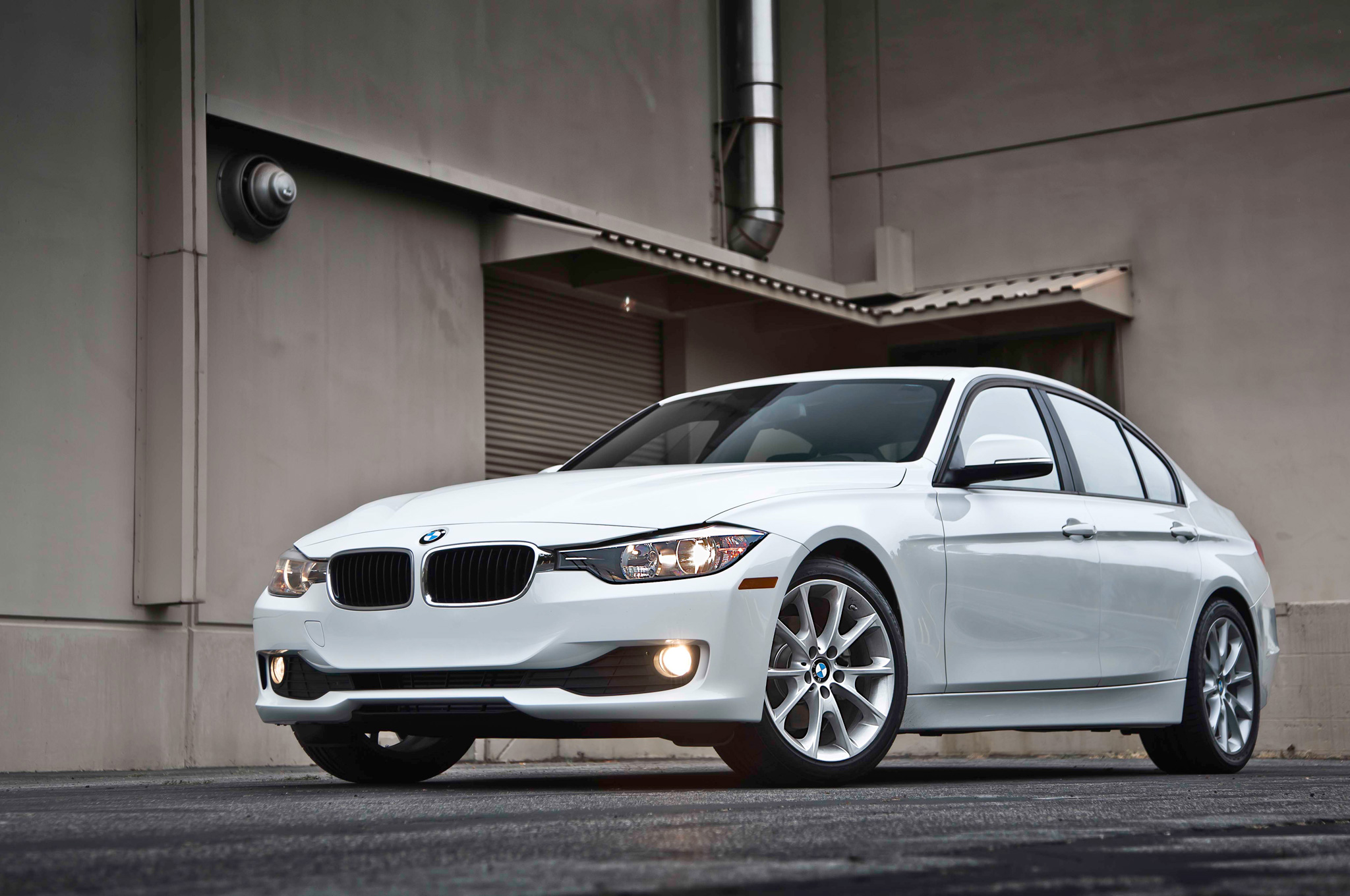 2013 bmw f30 320i test drive by motortrend autoevolution. Black Bedroom Furniture Sets. Home Design Ideas