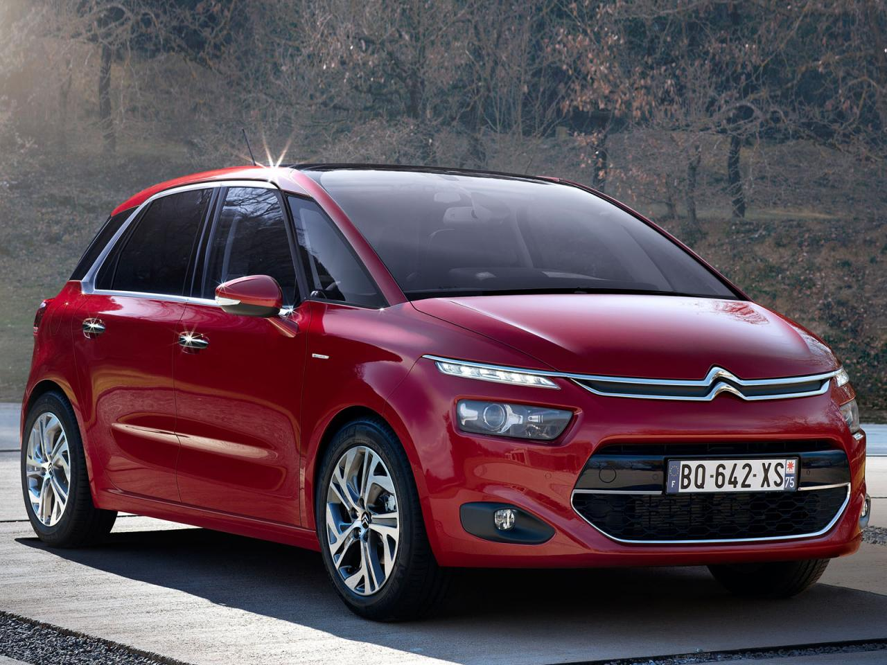 2013 citroen c4 picasso first official photos leaked. Black Bedroom Furniture Sets. Home Design Ideas