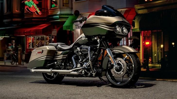 Harley Davidson Road Glide Custom Cvo