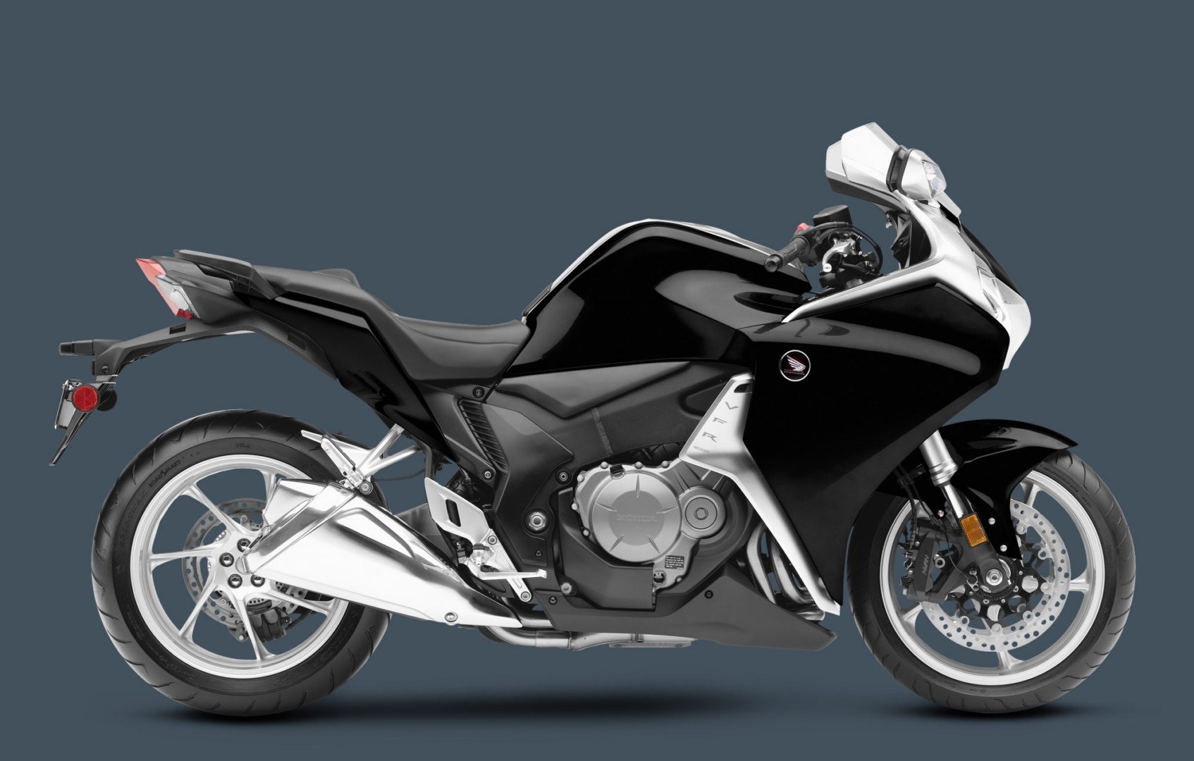 2013 honda vfr1200f is nicer better and faster. Black Bedroom Furniture Sets. Home Design Ideas