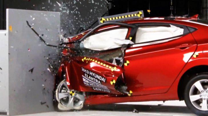 2013 hyundai elantra receives top safety pick rating video autoevolution. Black Bedroom Furniture Sets. Home Design Ideas