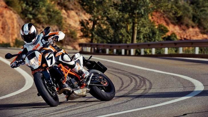 2013 KTM 690 Duke R Extreme Action [Photo Gallery]