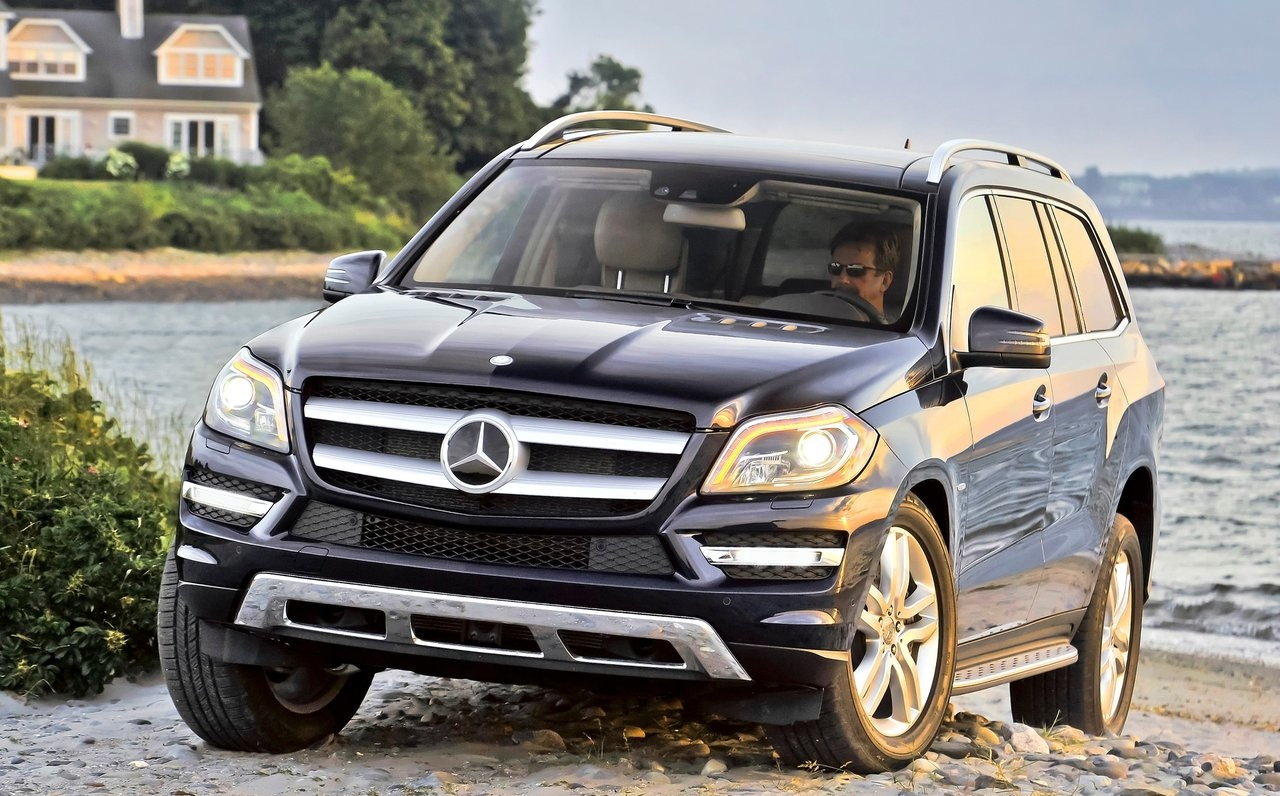 2013 mercedes benz gl class recalled over seatbelt issue autoevolution. Black Bedroom Furniture Sets. Home Design Ideas