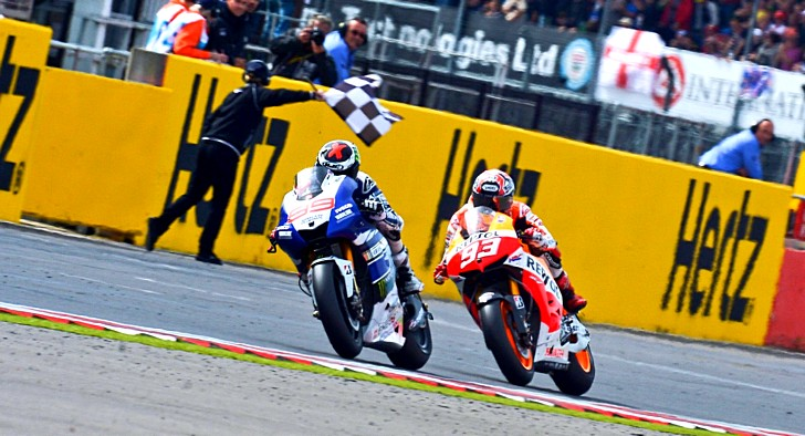 2013 motogp insane race as lorenzo claws back silverstone victory 7 photos 2013 motogp voltagebd Images