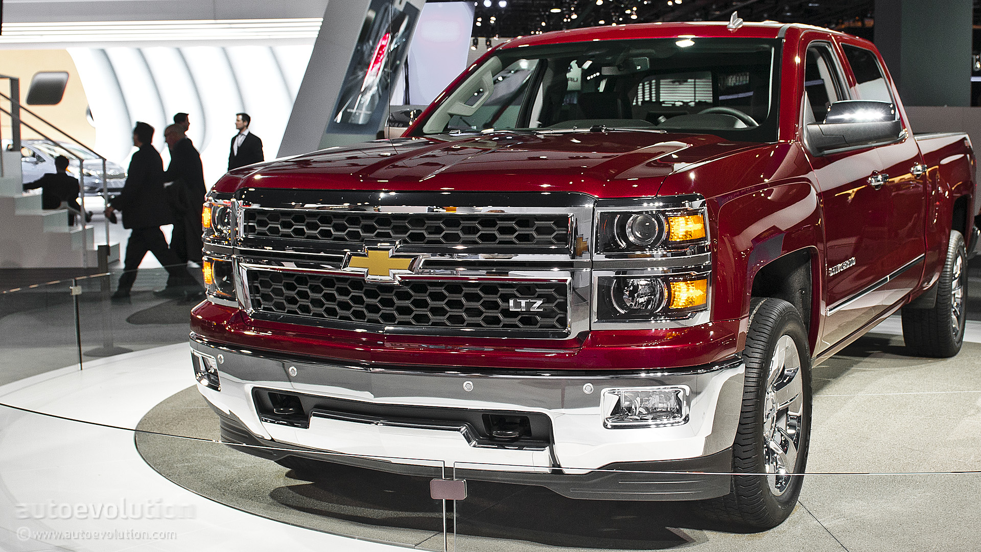 2013 naias all new 2014 chevy silverado live photos autoevolution. Black Bedroom Furniture Sets. Home Design Ideas