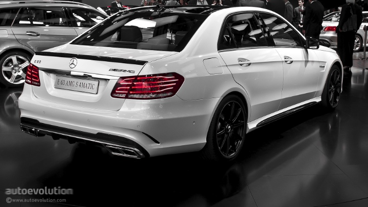 2013 naias mercedes benz e63 amg s 4matic live photos for Mercedes benz e63 amg price