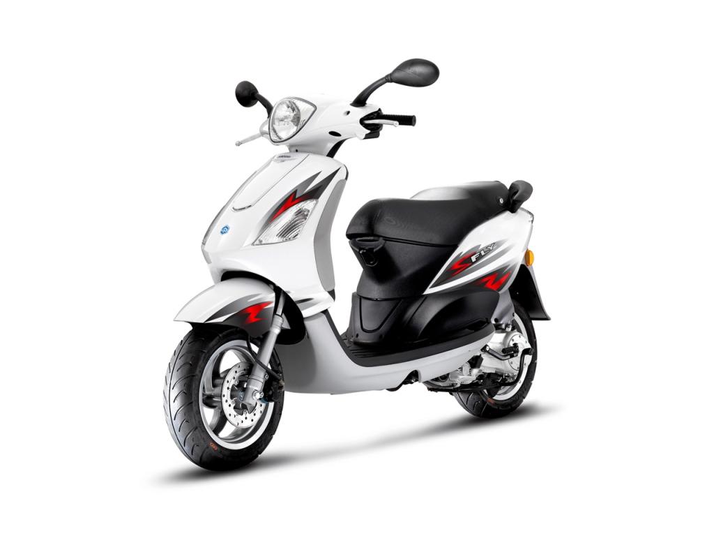 2013 piaggio fly 150, the brawnier commuting scooter - autoevolution