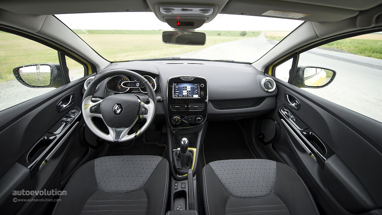 2013 renault clio original pictures autoevolution for Interieur clio 4