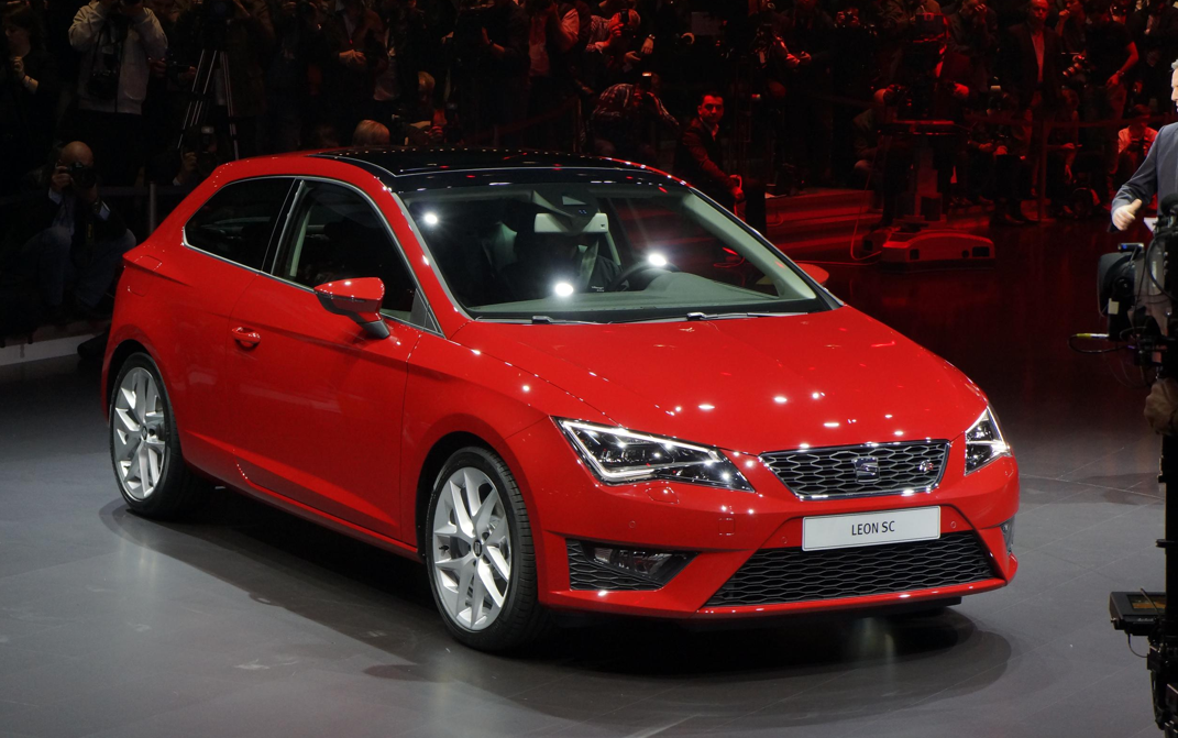 2013 seat leon sc revealed in geneva video live photos autoevolution. Black Bedroom Furniture Sets. Home Design Ideas