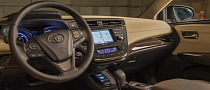 2013 Toyota Avalon - World's First to Use Qi Wireless In-Car Charging