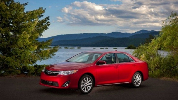2013 toyota camry xle hybrid review by automoblog. Black Bedroom Furniture Sets. Home Design Ideas