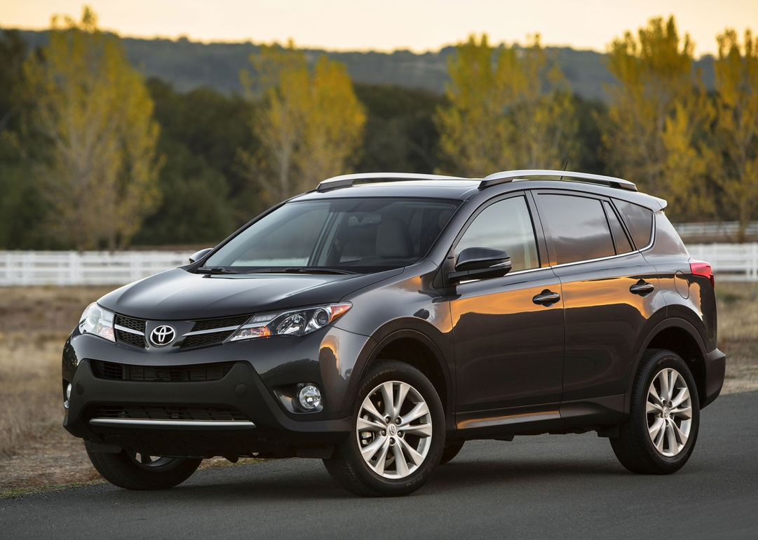 2013 toyota rav4 places 4th on kbb list of suvs under 25 000 autoevolution. Black Bedroom Furniture Sets. Home Design Ideas