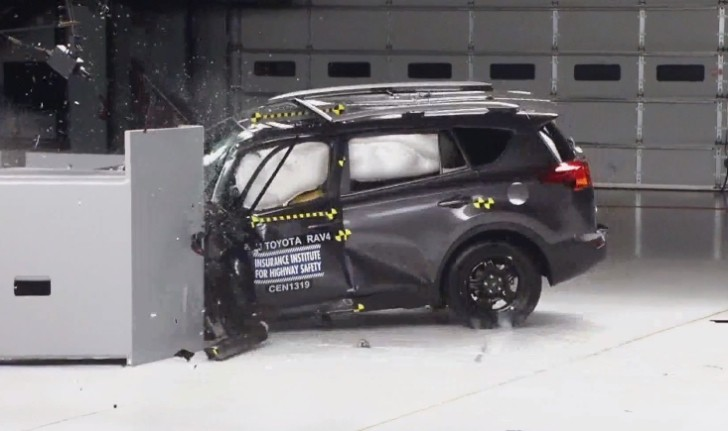2013 Toyota RAV4 Small Overlap Crash Test Looks Bad [Video]