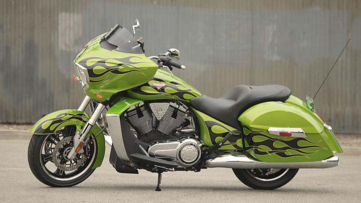 2013 Victory Cross Country Bagger Looks Warlike - autoevolution