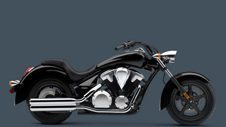 2013 VT1300CR Stateline Brings Life to Honda's Chopper Line-up