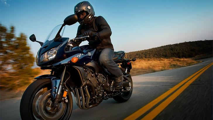 2013 Yamaha FZ1, the Upright R1 Version