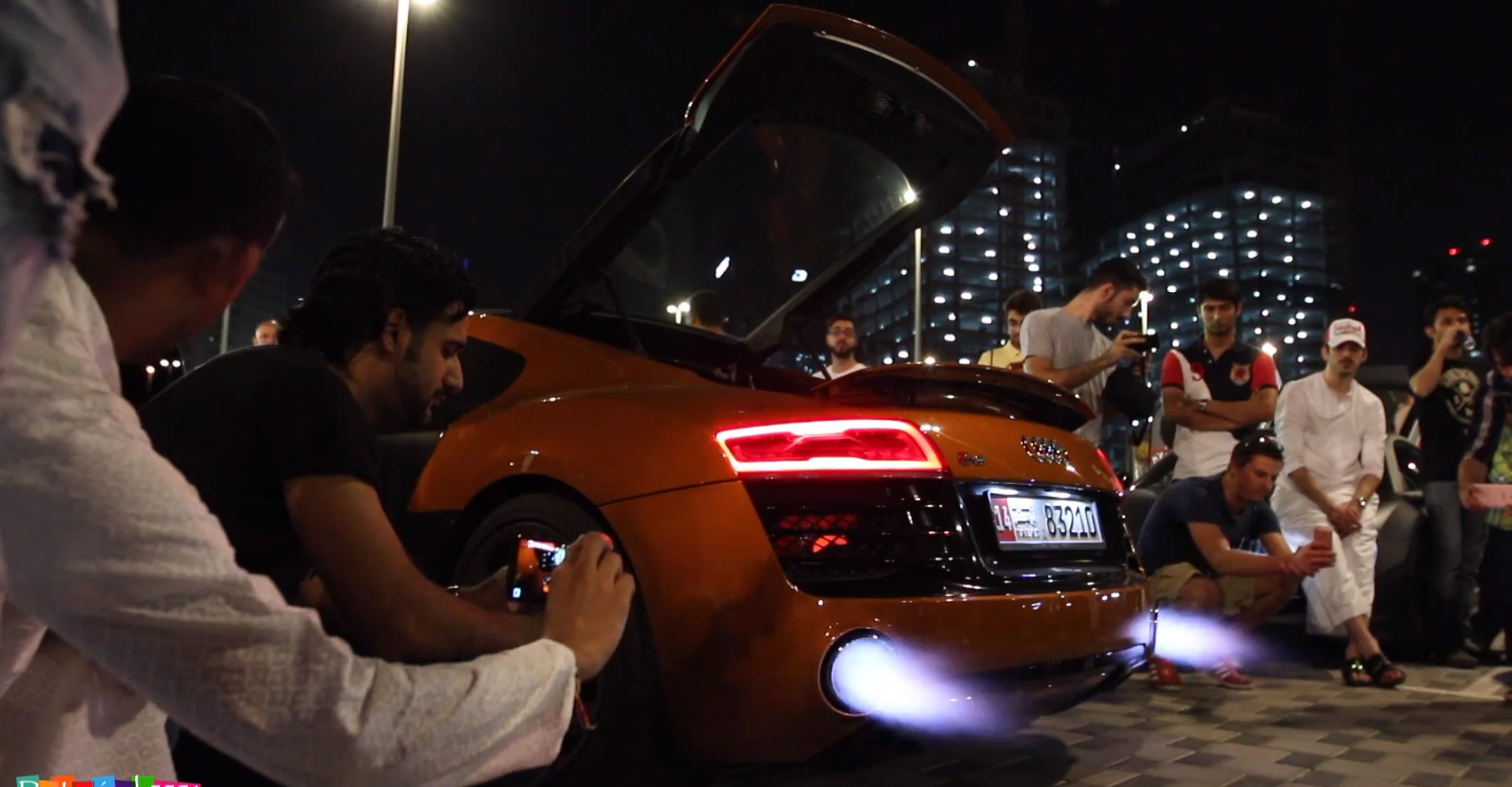 2014 Audi R8 Spits Exhaust Flames For An Amazing 2 Minutes Autoevolution