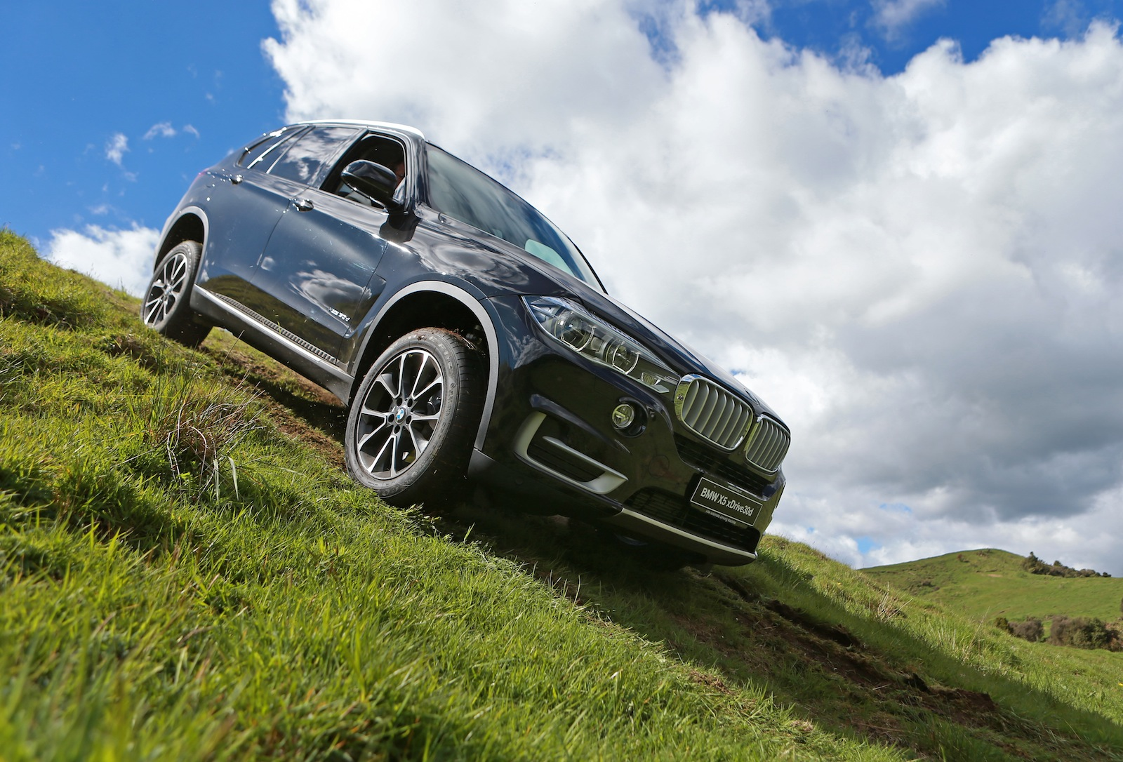 2014 bmw f15 x5 review by car advice autoevolution. Black Bedroom Furniture Sets. Home Design Ideas