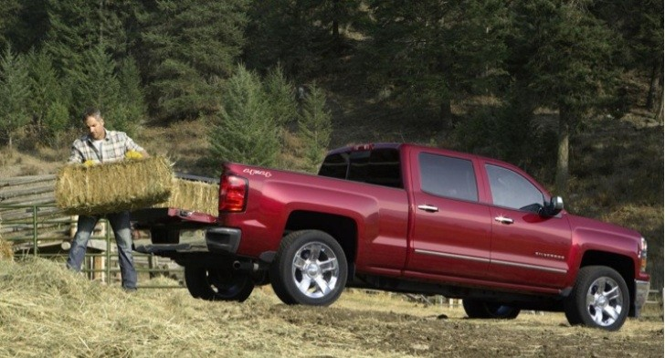 2014 Chevy Silverado Reveal Footage from Detroit [Video]