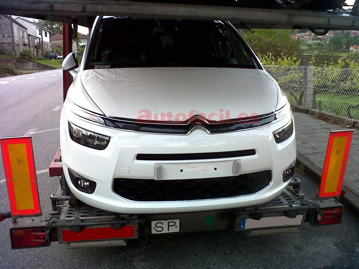 2014 citroen c4 grand picasso spied undisguised. Black Bedroom Furniture Sets. Home Design Ideas