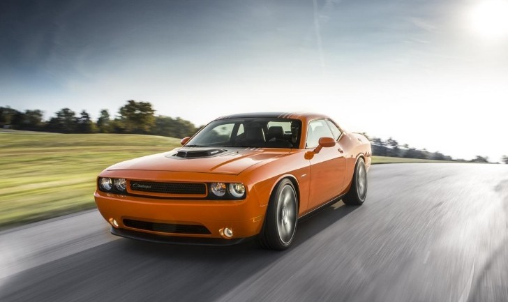 2014 dodge challenger r t shaker storms into showrooms dealers order 2 000 cars autoevolution