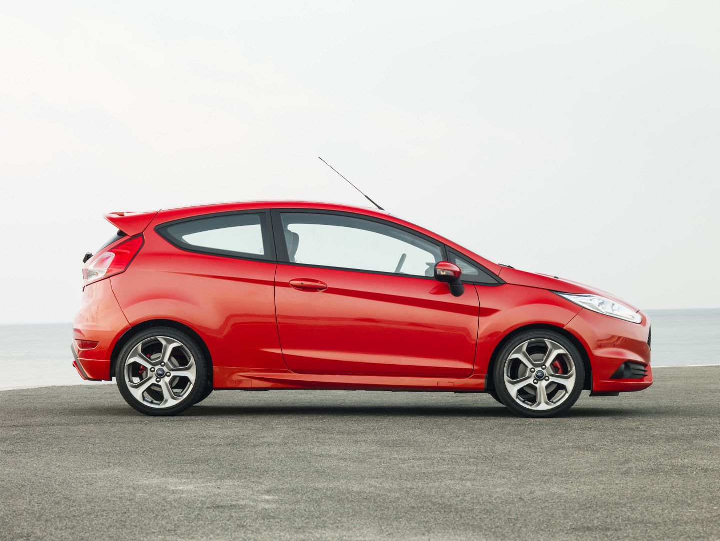 2014 ford fiesta st tested autoevolution. Black Bedroom Furniture Sets. Home Design Ideas