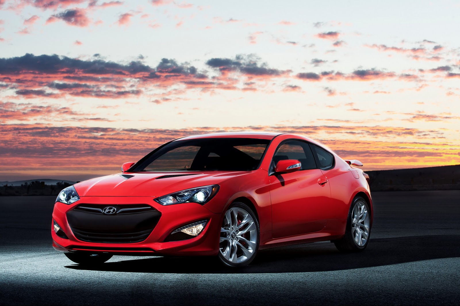 2014 hyundai genesis coupe gets equipment updates price. Black Bedroom Furniture Sets. Home Design Ideas