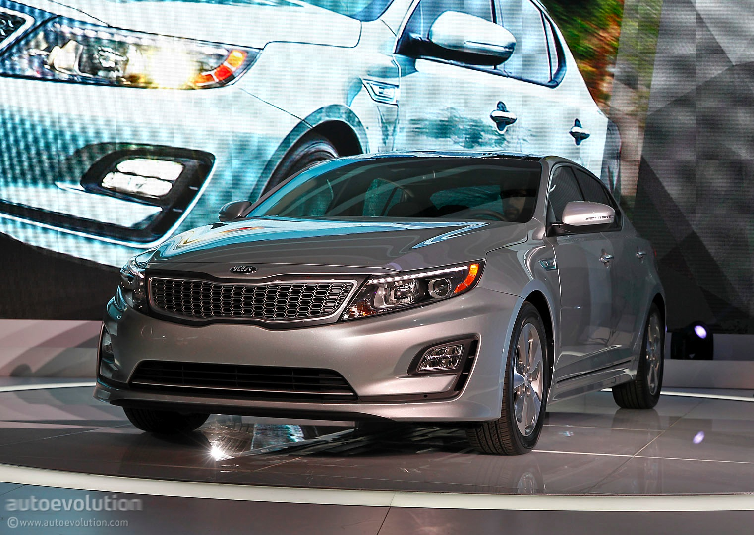 2014 kia optima hybrid gets a refresh for the chicago auto autos post. Black Bedroom Furniture Sets. Home Design Ideas