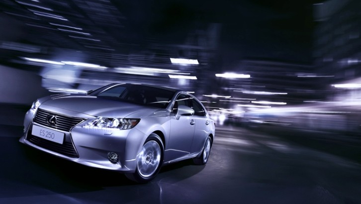 2014 Lexus ES 250 Tested by iAfrica