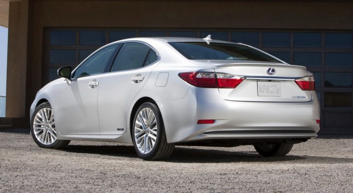 2014 Lexus ES Is Now Available in Canada