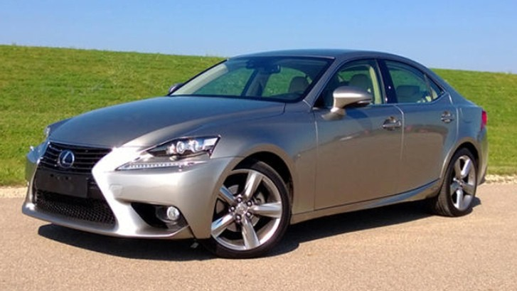 2014 Lexus IS 300h Reviewed by AutoGuide