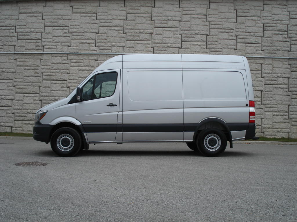 2014 mercedes benz sprinter gets reviewed by auto guide for Mercedes benz sprinter 2014