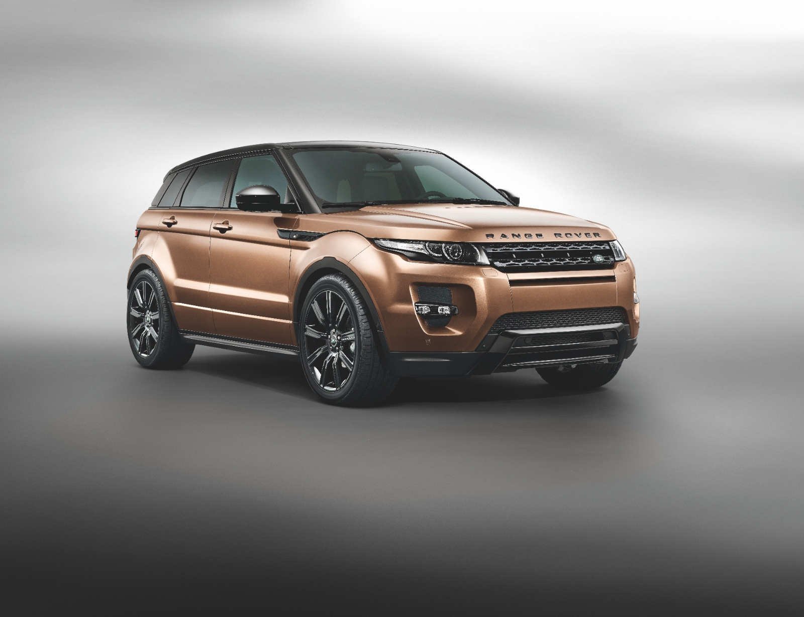 2014 range rover evoque is 11 more efficient thanks to 9. Black Bedroom Furniture Sets. Home Design Ideas