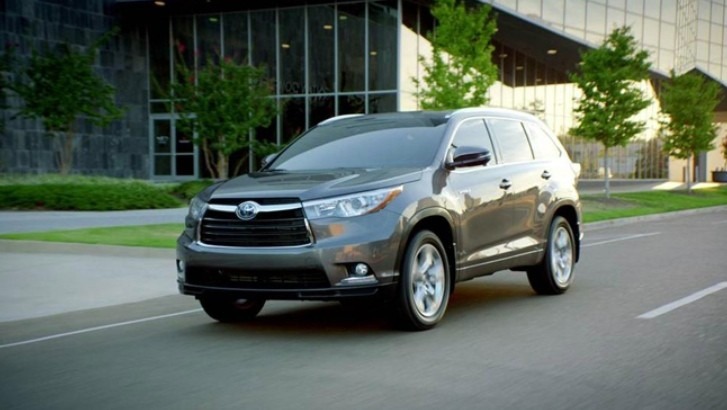 2014 Toyota Highlander Hybrid Is the Most Fuel-Efficient Three-Row SUV