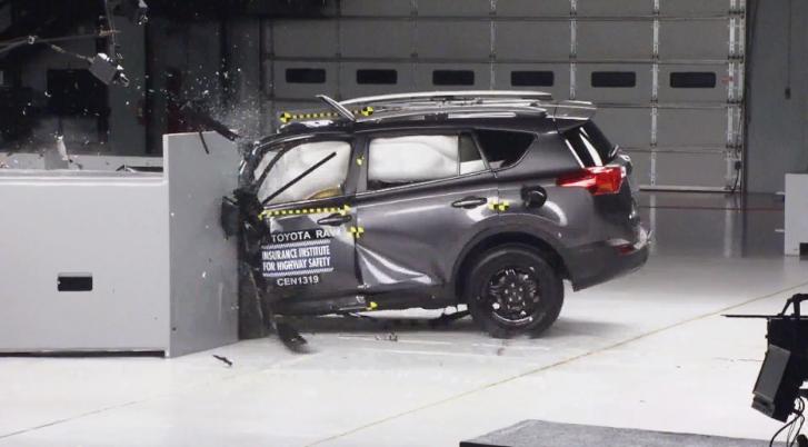 2014 toyota rav4 iihs crash test autoevolution. Black Bedroom Furniture Sets. Home Design Ideas