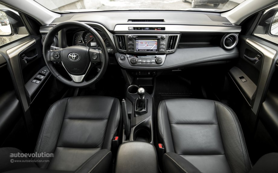 2014 toyota rav4 tested by autoevolution autoevolution. Black Bedroom Furniture Sets. Home Design Ideas