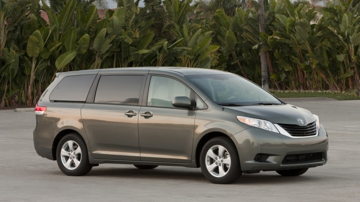 2014 Toyota Sienna Overview C24188 together with Toyota Sienna 2007 Price further 2014 Toyota Sienna Remains The Only Awd Family Van 67008 also Change a flat tire as well Spare Tire Location 2004 Toyota Sienna. on toyota sienna xle 2005 spare tire location