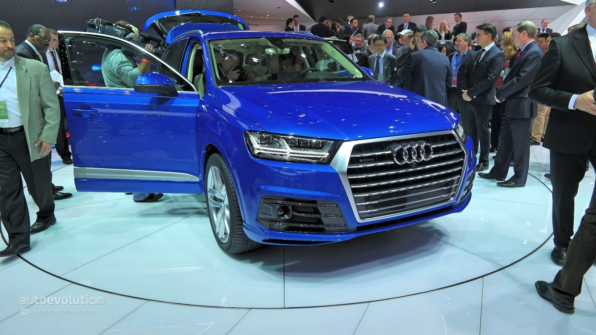 2015 audi q7 coming to uk with 272 hp diesel and 7 seats pricing announced autoevolution. Black Bedroom Furniture Sets. Home Design Ideas