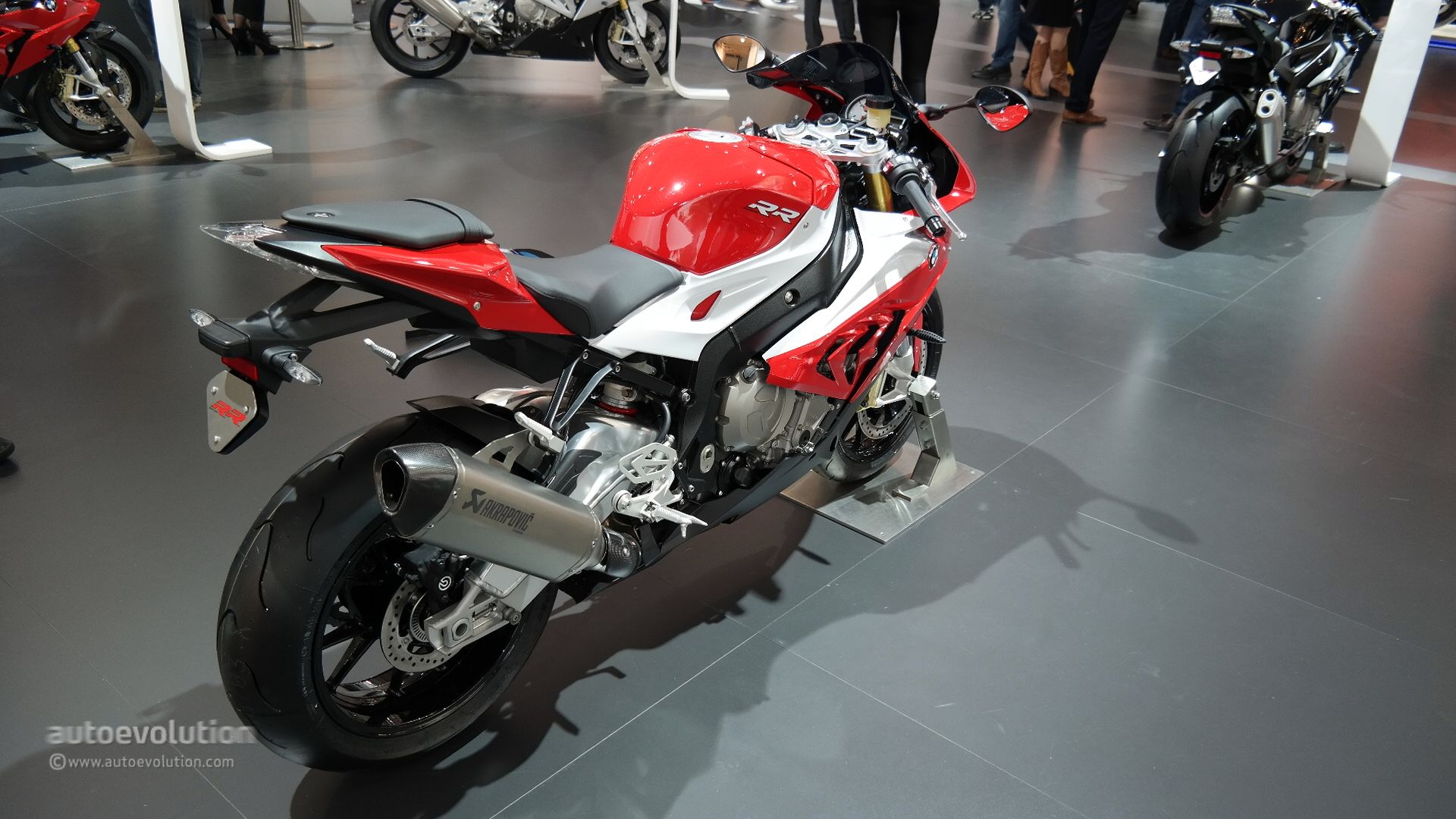 2015 Bmw S1000rr Brings More Power And An Akrapovic Muffler At Eicma Live Photos Autoevolution
