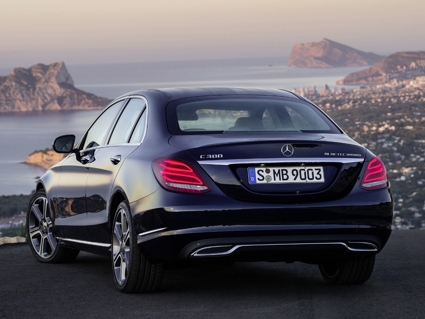 2015 c class w205 plug in hybrid comes later this year for 2015 mercedes benz c300 bluetec hybrid