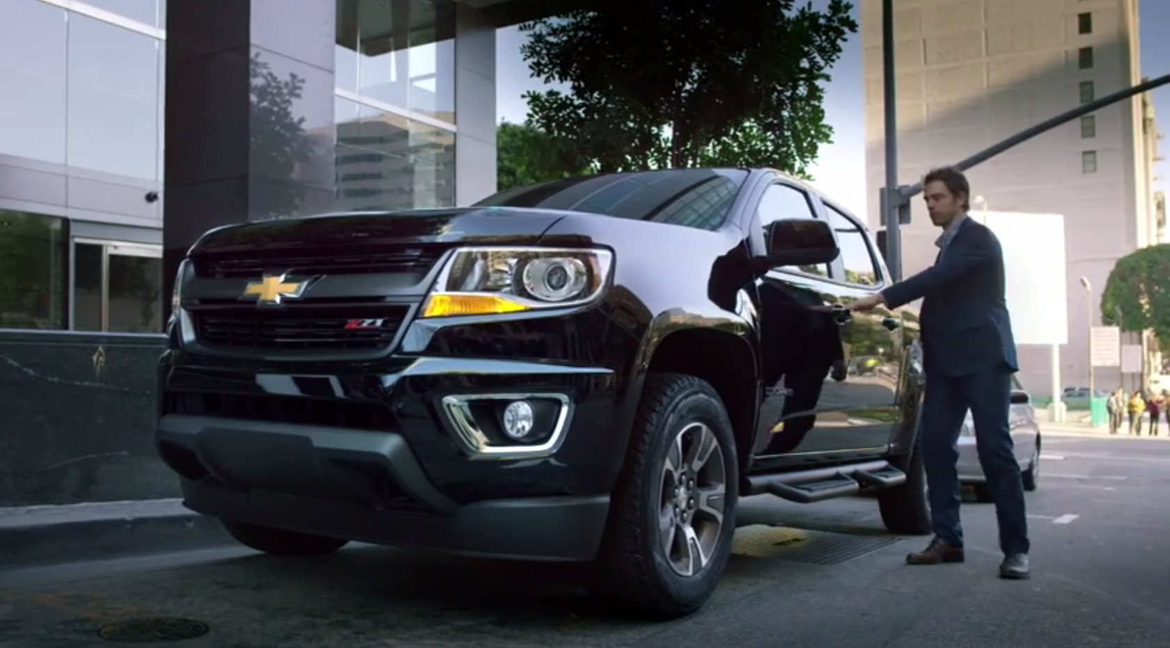 2015 chevrolet colorado ad says this pickup truck will change you autoevolution. Black Bedroom Furniture Sets. Home Design Ideas