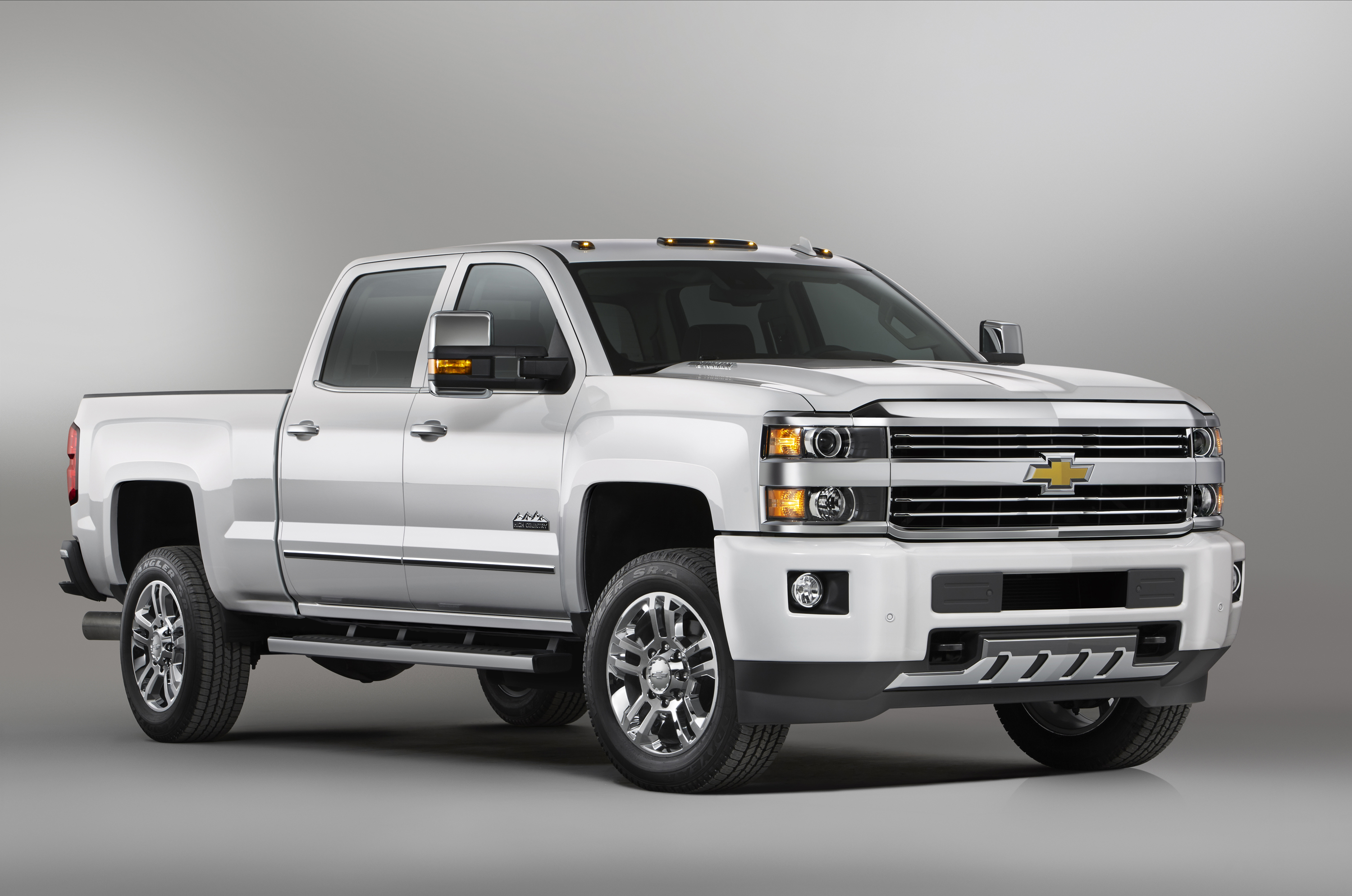 2015 Chevrolet Silverado 2500 HD Aces Frame Twist Test, Beats Ford F