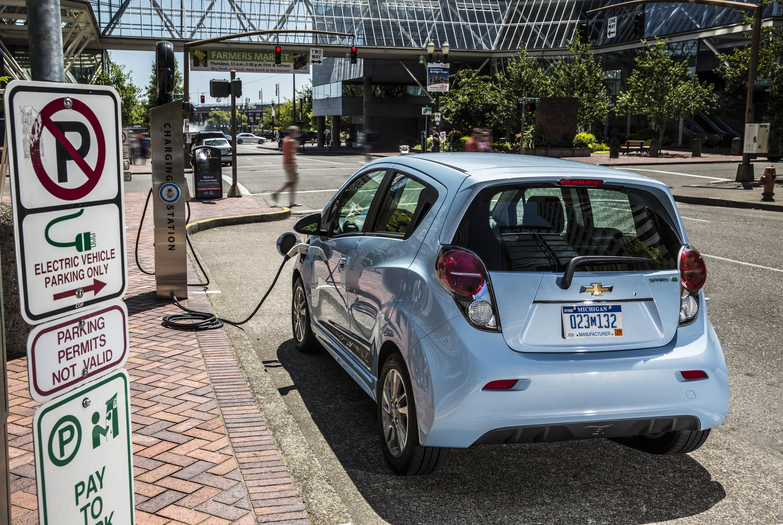 2015 Chevrolet Spark EV ing to Maryland Video autoevolution