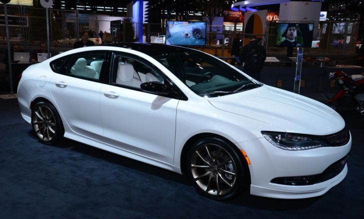 2015 chrysler 200 gets mopar treatment in chicago live. Black Bedroom Furniture Sets. Home Design Ideas
