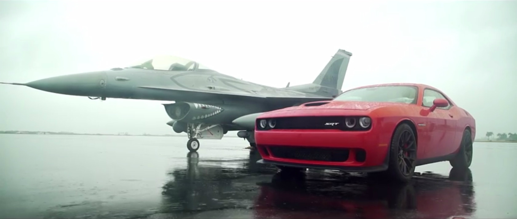 Challenger Vs Challenger Hellcat >> 2015 Dodge Challenger SRT Hellcat Drag Races F16 Fighting Falcon - autoevolution