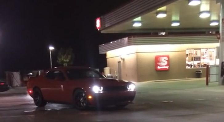 Challenger Srt Hellcat >> 2015 Dodge Challenger SRT Hellcat Exhaust Sounds even Meaner at Night - autoevolution