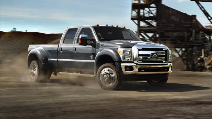 2015 Ford Super Duty F-450 Boasts 31,200 Pounds Towing Capacity [Photo